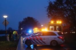 Drie mensen gewond nadat auto achterop groep fietsers rijdt in Maashees