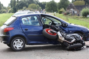 Motorrijder gewond bij botsing in Overangel