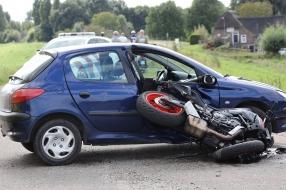 Motorrijder gewond bij botsing in Overlangel