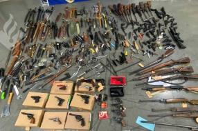 Zelfs handgranaten tussen 540 wapens na inleveractie #Dropjeknife