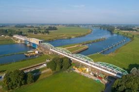 Zwaar verkeer kan eerder dan verwacht over Maasbrug bij Grave