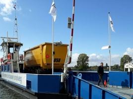 Landbouwverkeer steekt via fietspad de Maas over nu pontje niet meer vaart: 'Illegaal en gevaarlijk'